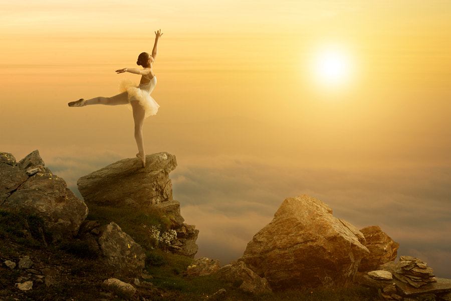 Mystic pictures, ballet dancer stands on the cliff edge, автор — Gergely Zsolnai на 500px.com