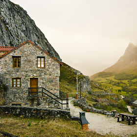 The house of the valley by MMB Fotografía  (mmbfotografia)) on 500px.com
