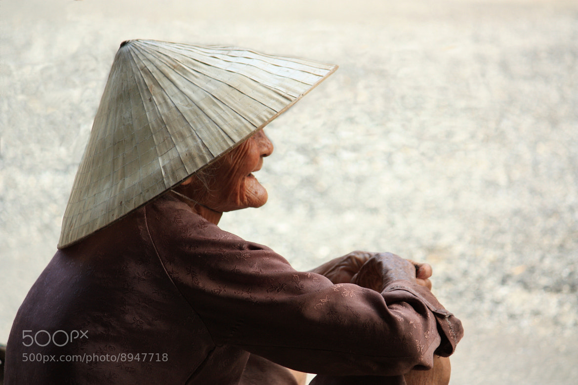 Photograph Under the hat by Nicolas Catinaud on 500px