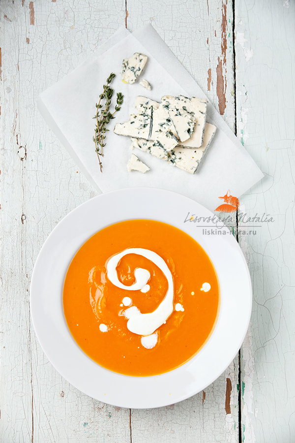 Photograph pumpkin soup with blue cheese by Natalia Lisovskaya on 500px