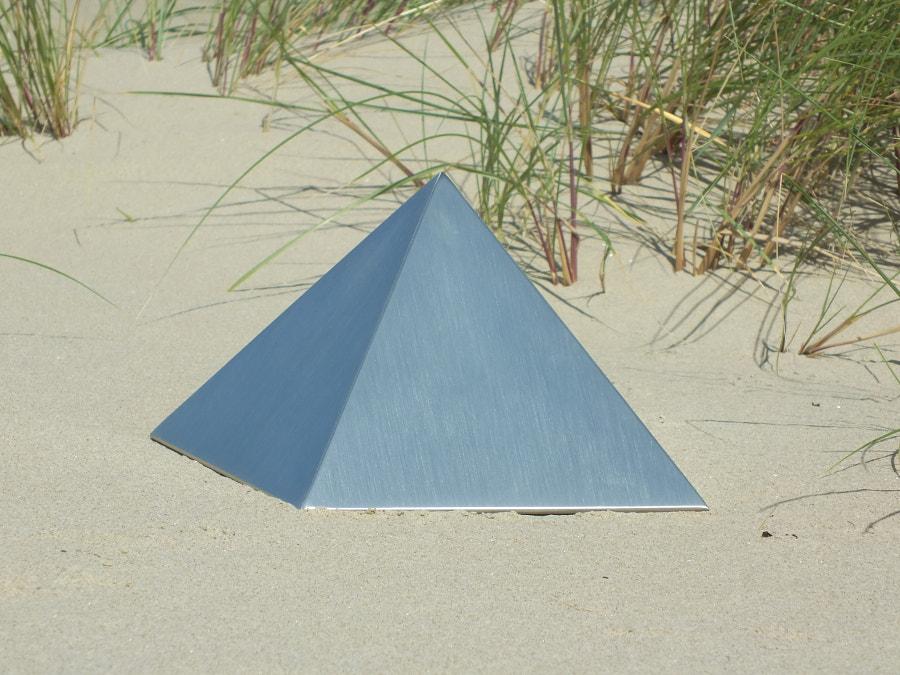URN RVS Pyramid 450