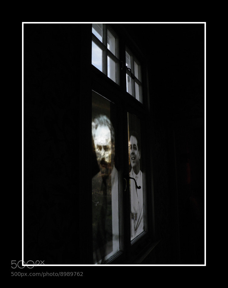 Photograph fantasmas en la ventana 2 by stella maris sammartino on 500px