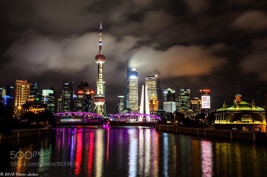 Photograph Waibaidu Bridge with Skyline by PHOTONPHOTOGRAPHY  - Viktor Lakics on 500px