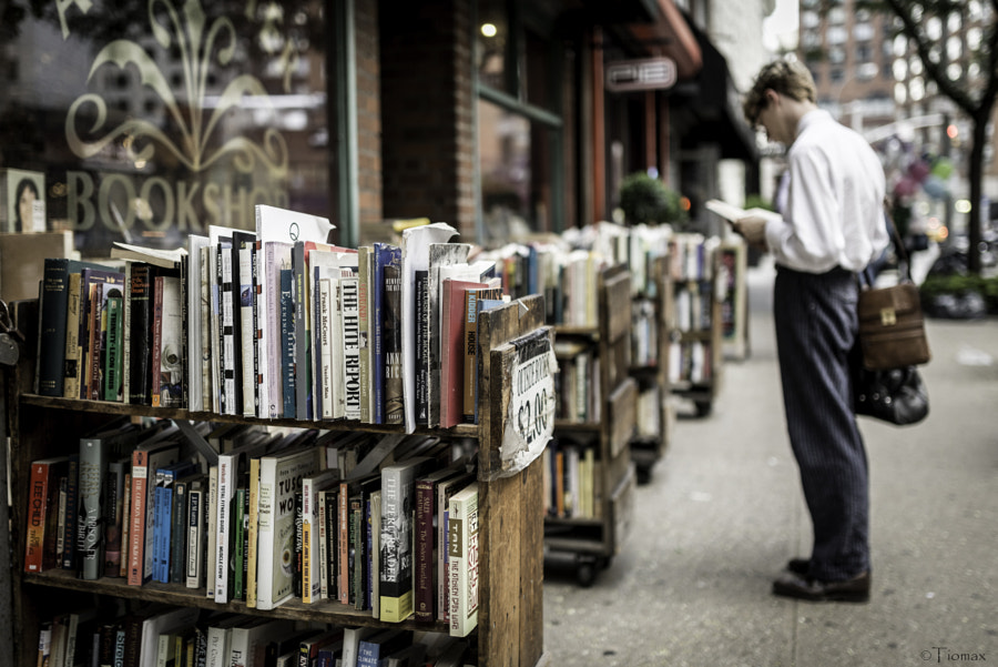 Photograph Second-hand Reader by Max Cat on 500px