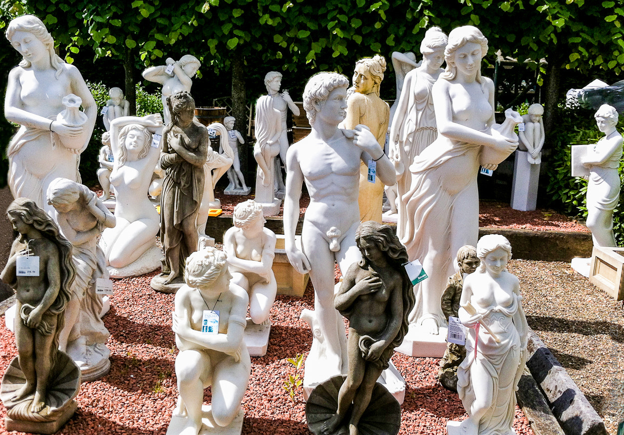 Photograph Statues waiting... by Murray Laidlaw on 500px
