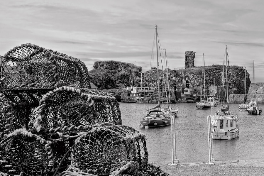 A town of three harbours, Dunbar (Scotland) was once a major herring and whaling port. Its old harbour dates from 1710. Around the harbours are attractive former warehouses and granaries.