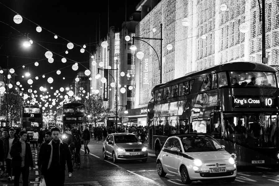 A Busy Lit up Oxford Circus, автор — Abbs David на 500px.com