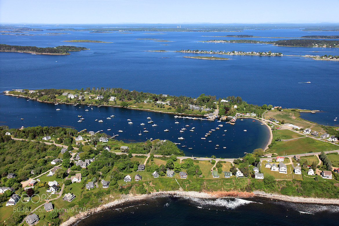 bailey island Bailey island is an island in casco bay, maine visitors will enjoy the sight of lobster traps stacked in the front yard of houses on bailey island.