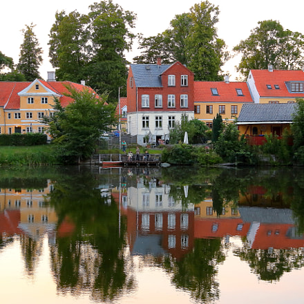Mirroring Houses