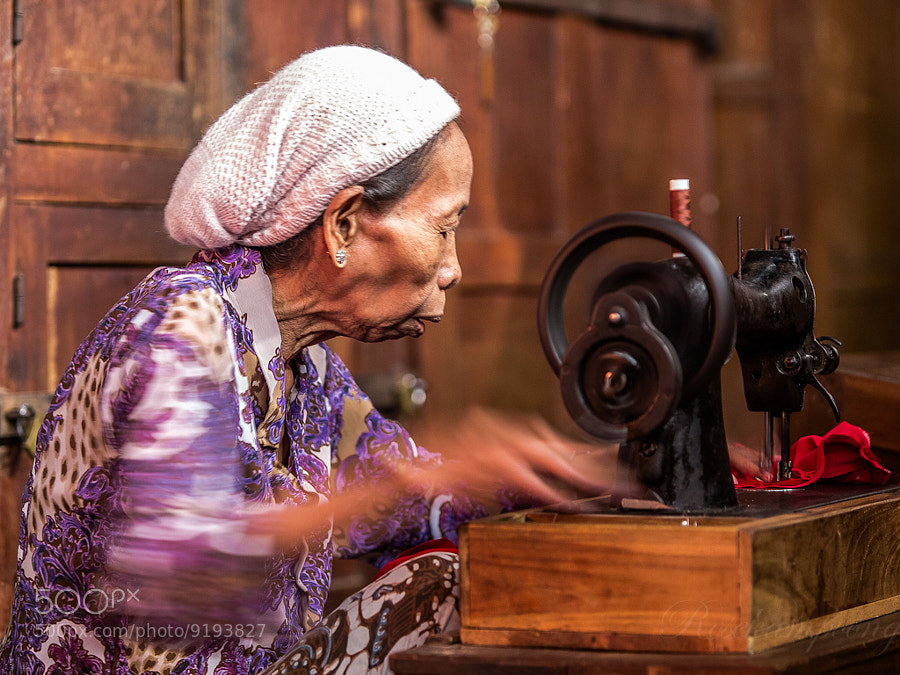 Photograph Onthel ( Sewing Machine Onthel ) by Rose Kampoong on 500px