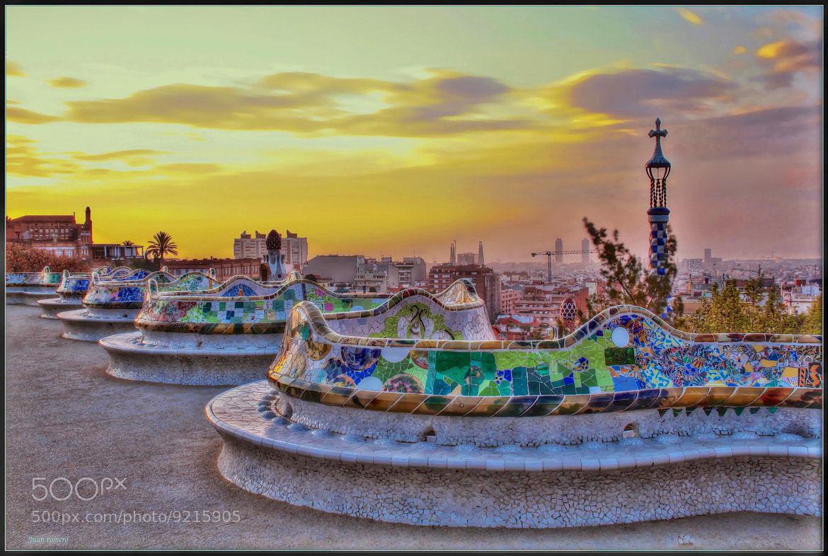 Photograph Bancos ondulados ( Gaudi ) by JUAN  ROMERO on 500px