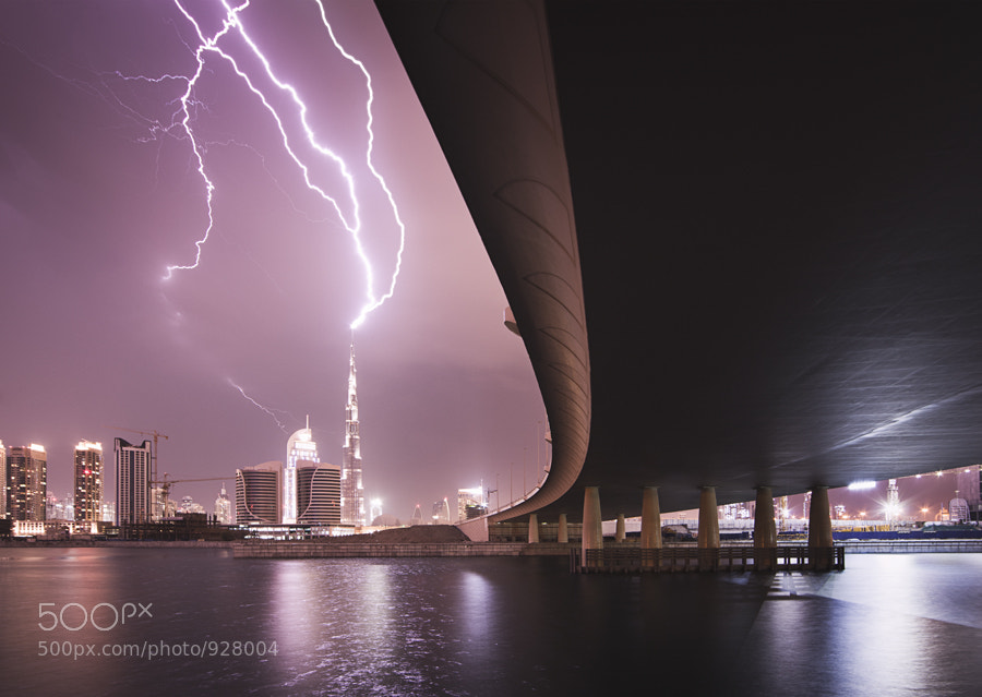 Burj Khalifa, Dubai being struck by lightning.