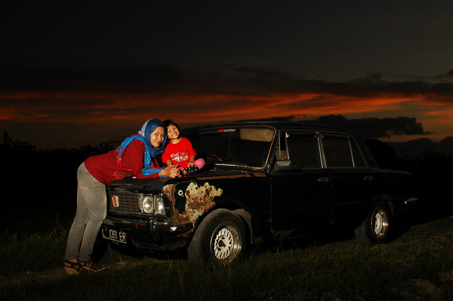 Photograph rusty car & happy family by rois effendi on 500px