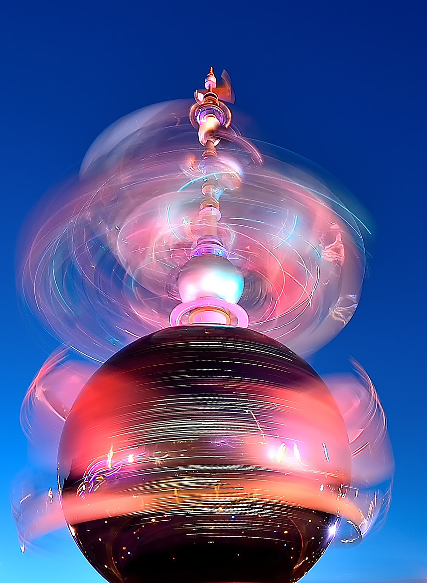 Photograph Spinning light ( 2 ) by Sugianto Suparman on 500px
