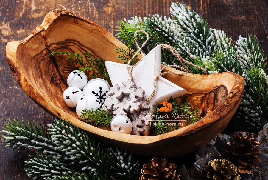 Christmas decorations Bells in olive wood bowl