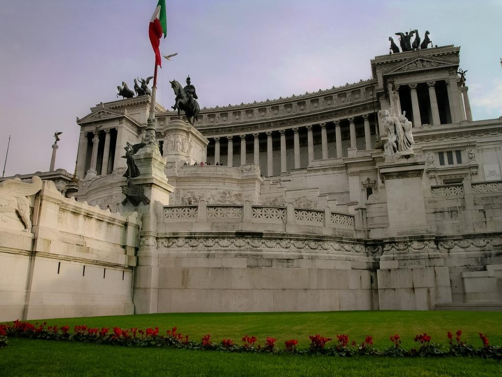 Photograph The Monumento Nazionale a Vittorio Emanuele II  by Poppi Robles on 500px