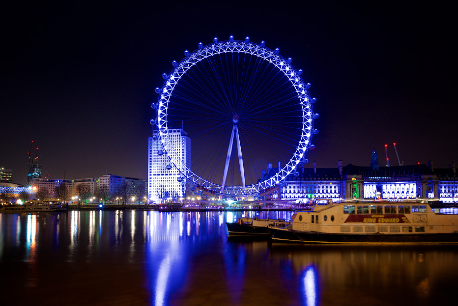 London Eye viewed from Victoria Embankment.