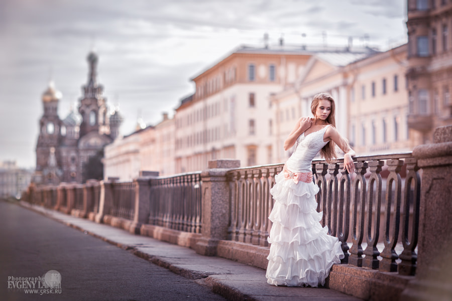 The bride on the bridge by Evgeny Lanin on 500px.com