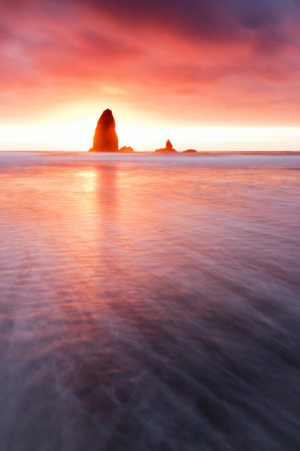 Small Haystack Needle Sunset, Cannon Beach, Oregon, USA
