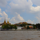 Постер, плакат: View from the water at the Grand Palace