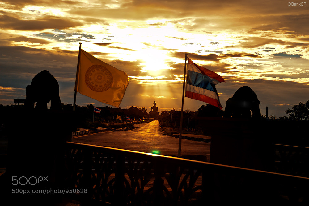Photograph Golden of Faith by poneaks sirivetaumnuikit on 500px