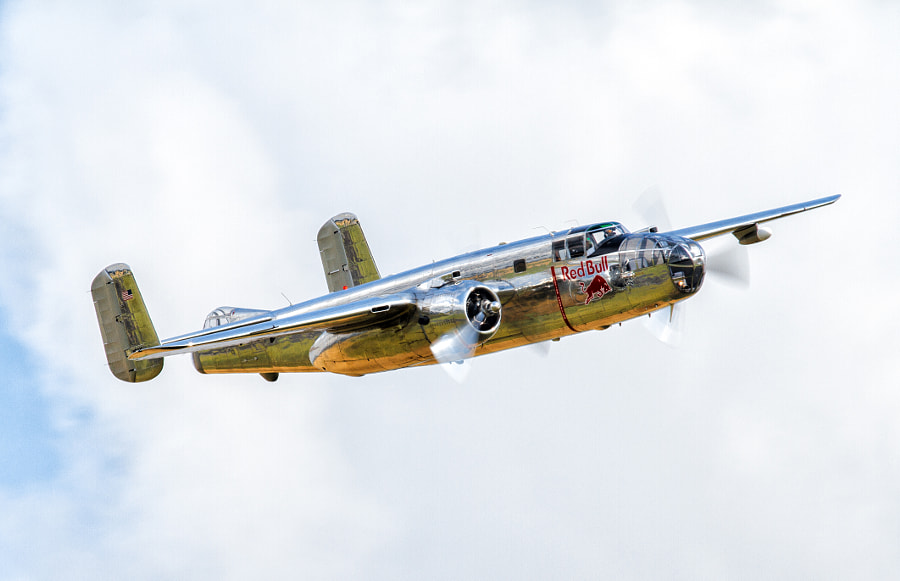 Red Bull B-25 Mitchell at Duxford Legends