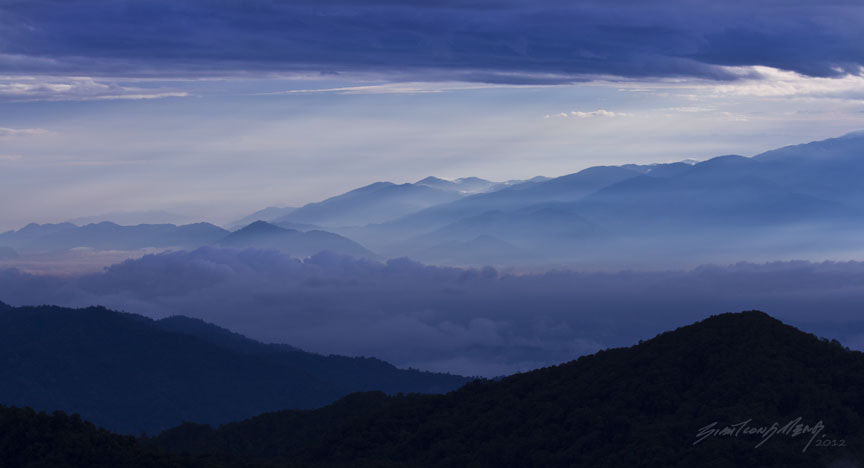 Photograph 山峦,云海 2 by SIAH TIONG MENG on 500px