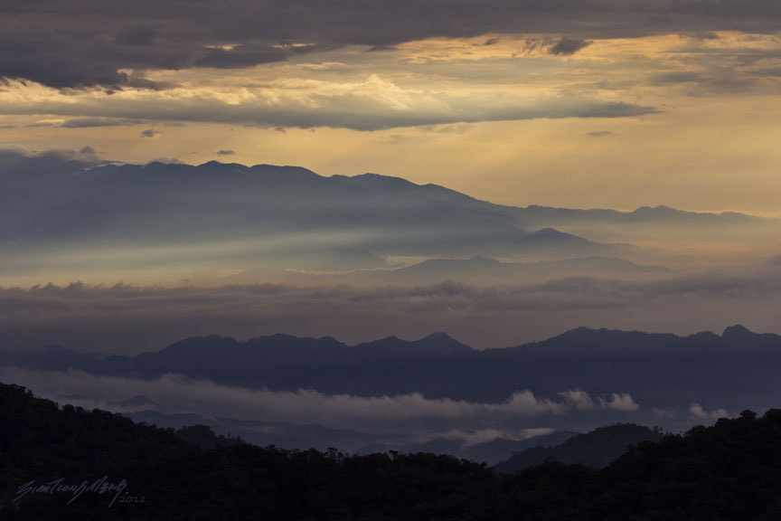 Photograph 山峦,云海 1 by SIAH TIONG MENG on 500px
