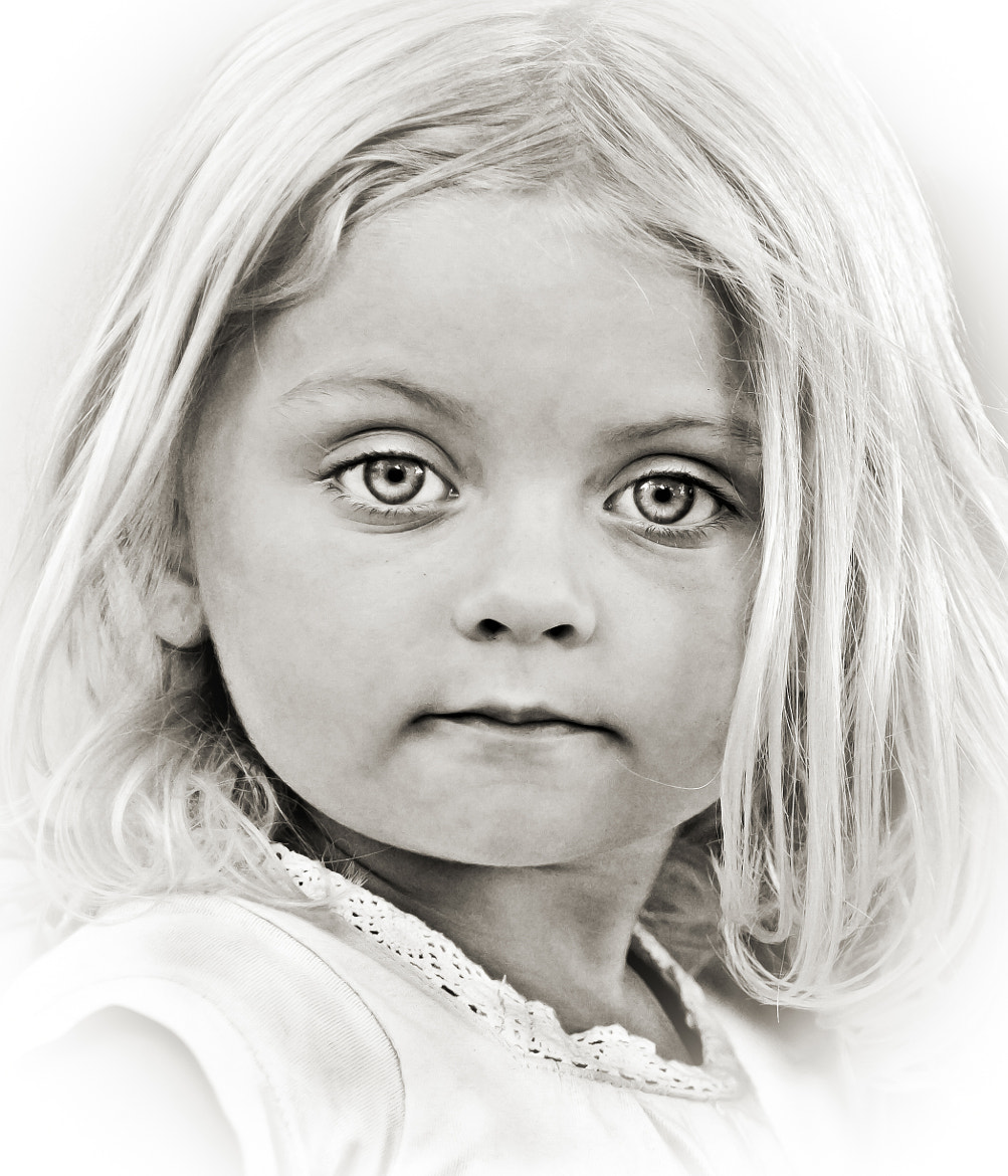 Photograph Portrait of a girl by Marta Everest on 500px