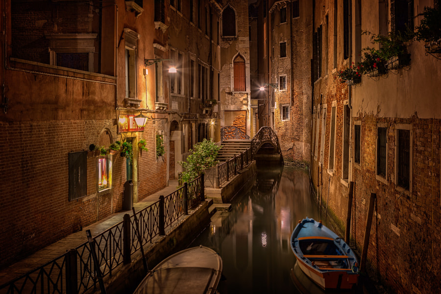 Alley of Venice at night by Björn Jönsson on 500px.com