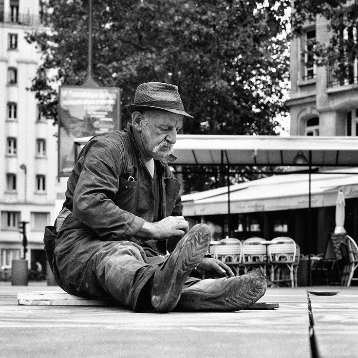 Photograph  Le maitre de la craie by Regards Parisiens on 500px