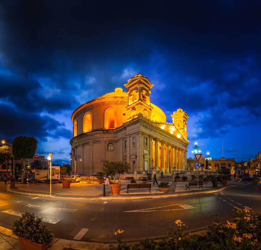 Outside Mosta Dome by Damien Tachoires on 500px.com