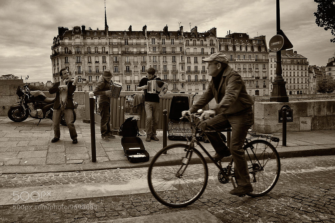 Photograph Ile St Louis Buskers by Kah Kit Yoong on 500px