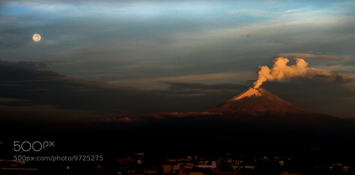 Photograph Full moon and volcano by Alfredo Garciaferro Macchia on 500px