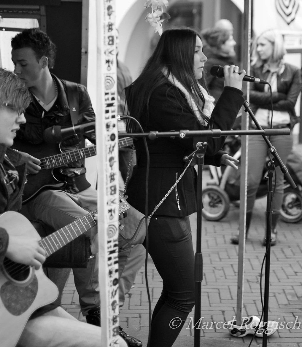 Photograph Singing on the Street by Marcel  Roggisch on 500px