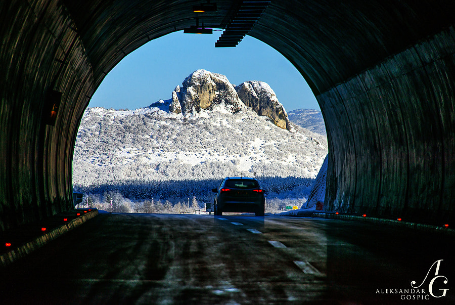 Zir peak framed by the tunnel on the A1 highway