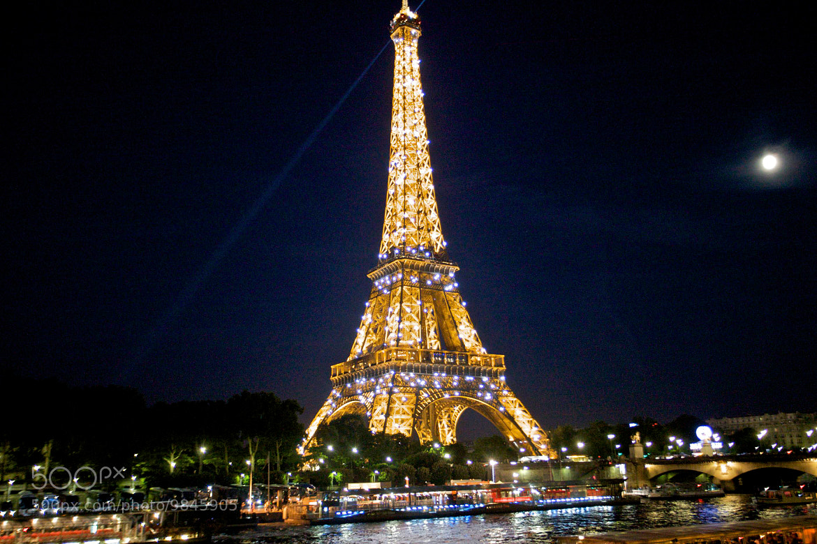 Photograph Le Tour Eiffel illuminated by Jim Ranes on 500px