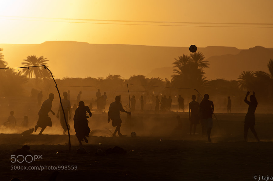 In Yemen, people only wait until the sun starts to go down and the temperature to cool a bit, to bring their footballs to the fields.